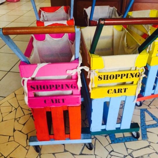 carrinhos de supermercado de caixotes - Foto Marco Antonio Medeiros